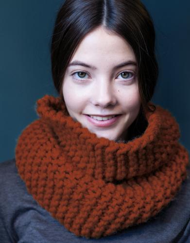 Oranje colsjaal in ribbelsteek breien voor vrouwen