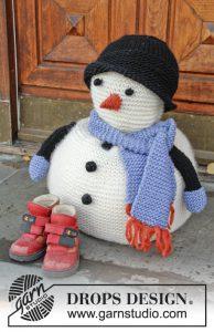Sneeuwpop breien met muts en sjaal