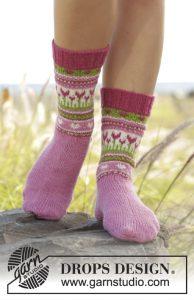 Gebreide sokken met lentemotief