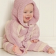 Twee patronen om kruippakjes te breien voor baby's tot vier jaar